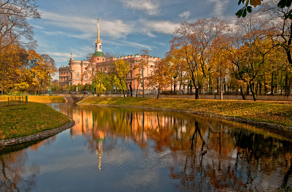 Photo Autumn in the Mikhailovsky Park